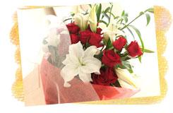 バラとカサブランカの花束